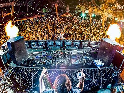 Atlantis-Dance-Party-Photo